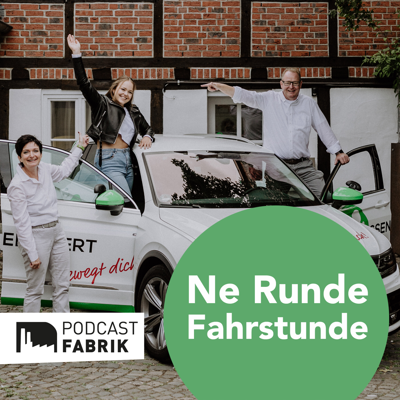 Runde Fahrstunde Podcast Cover Foto